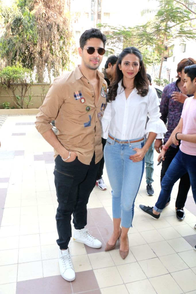 Actors Sidharth Malhotra and Rakul Preet Singh at the launch of  Carnival cinema Lounge in Mumbai on Feb 16, 2018. - Sidharth Malhotra and Rakul Preet Singh