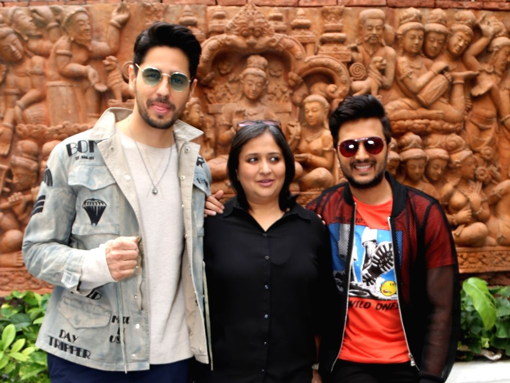 """Actors Sidharth Malhotra and Riteish Deshmukh with producer Monisha Advani during a programme organised to promote """"Marjaavaan"""" in New Delhi on Nov 12, 2019. - Sidharth Malhotra, Riteish Deshmukh and Monisha Advani"""
