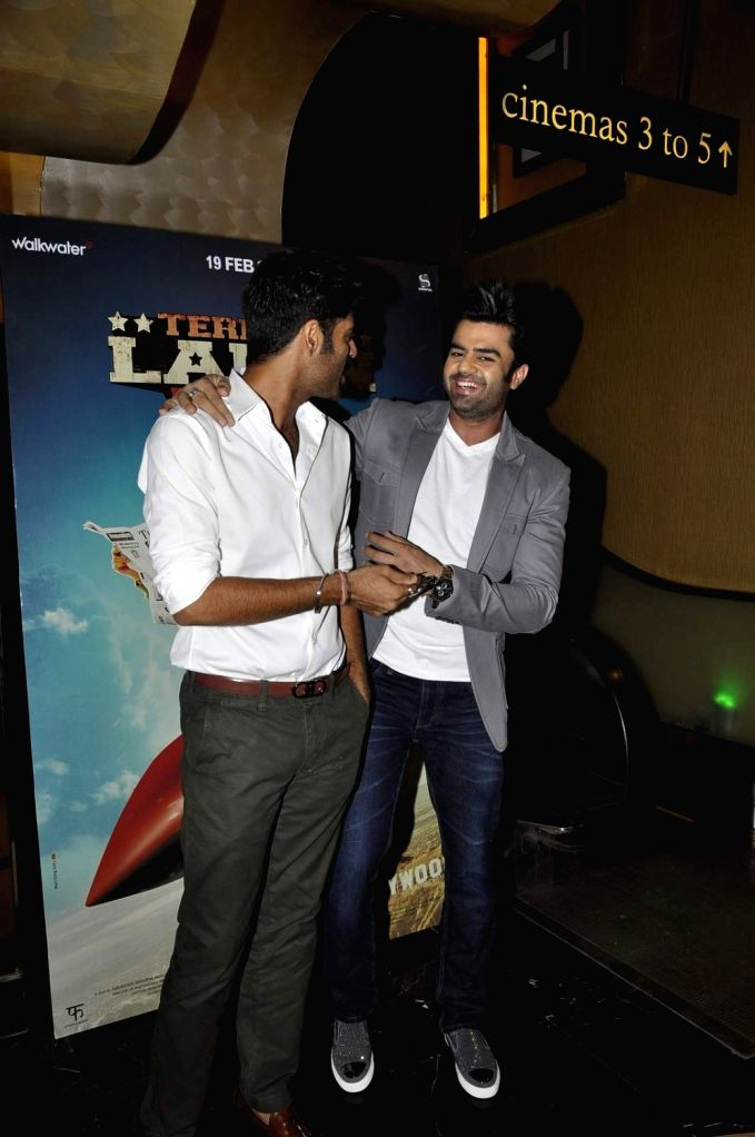 Actors Sikander Kher and Manish Paul during the trailer launch of film Tere Bin Laden : Dead or Alive in Mumbai on Jan. 19, 2016. - Sikander Kher and Manish Paul
