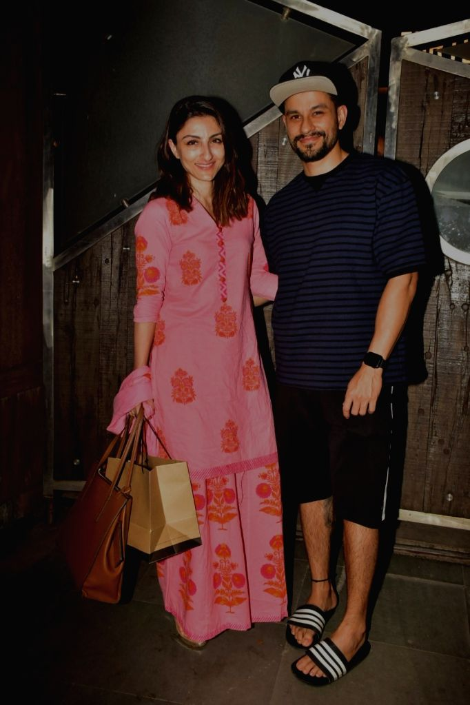 Actors Soha Ali Khan and Kunal Kemmu seen at actress Kareena Kapoor's residence at Bandra in Mumbai, on Oct 16, 2019. - Kareena Kapoor, Soha Ali Khan and Kunal Kemmu