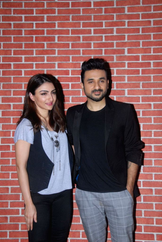 Actors Soha Ali Khan and Vir Das during the media interaction of film 31st October in Mumbai on Oct 19, 2016. - Soha Ali Khan and Vir Das