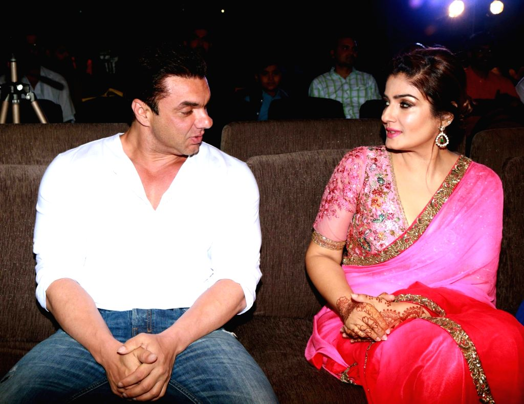 """Actors Sohail Khan and Raveena Tandon during the music launch of film """"Bhay"""" in Mumbai on Oct 25, 2016. - Sohail Khan and Raveena Tandon"""