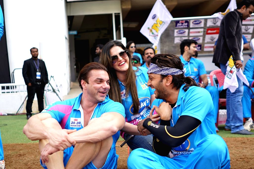 Actors Sohail Khan and Riteish Deshmukh during the Celebrity Cricket League (CCL) match played between Mumbai Heroes vs Punjab De Sher in Bengaluru on Jan 23, 2016. - Sohail Khan and Riteish Deshmukh