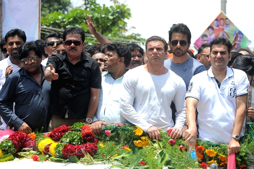 Actors Sohail Khan, Arbaaz Khan and Sonu Sood during the birthday celebrations of Karnataka legislator Zameer Ahmed Khan at Jagajeevanram Nagar in Bengaluru on Aug 1, 2017. - Sohail Khan, Arbaaz Khan, Sonu Sood and Zameer Ahmed Khan