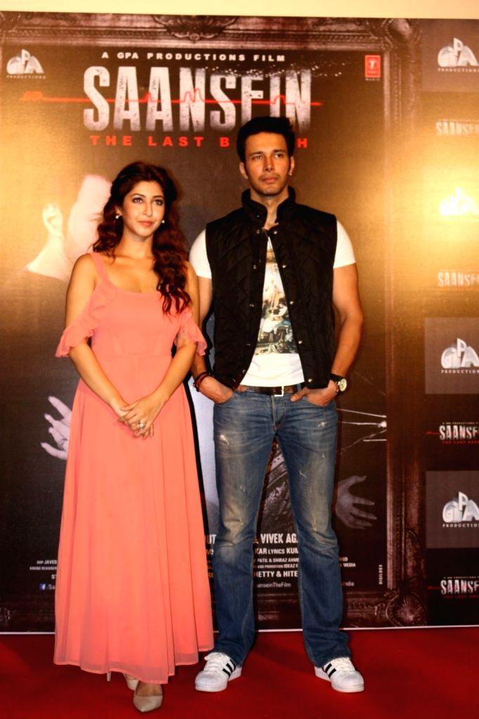 Actors Sonarika Bhadoria and Rajneesh Duggal during the trailer launch of film Saansein, in Mumbai on Oct 5, 2016. - Sonarika Bhadoria and Rajneesh Duggal