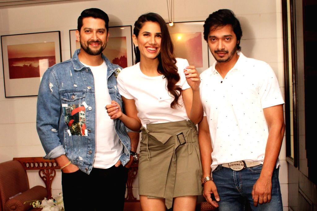 "Actors Sonnalli Seygall, Shreyas Talpade and Aftab Shivdasani during a press conference to promote their film ""Setters"" in New Delhi, on 25 April, 2019. - Sonnalli Seygall, Shreyas Talpade and Aftab Shivdasani"