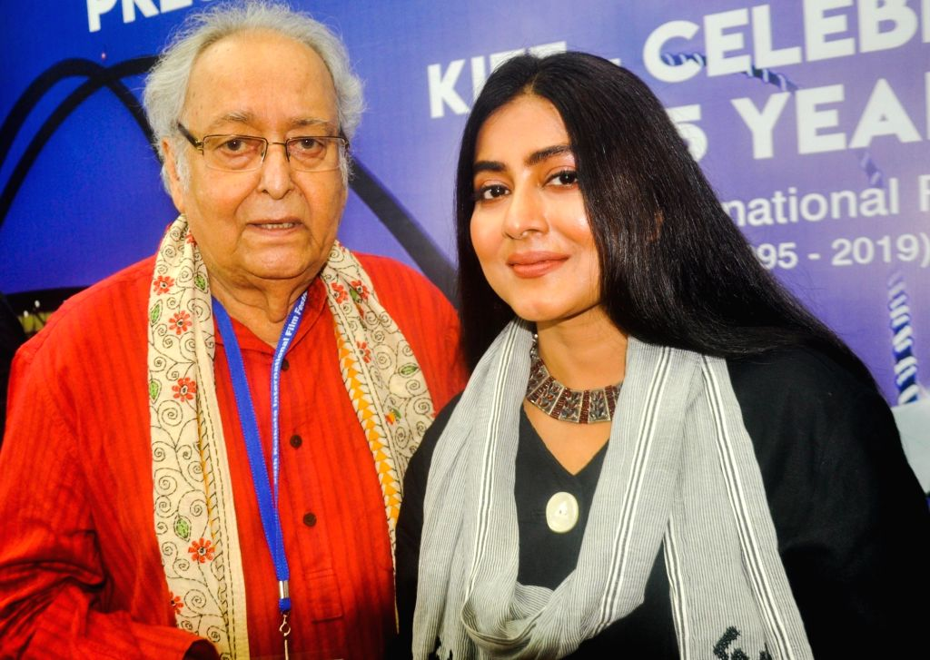 Actors Soumitra Chatterjee and Gargi Roychowdhury at a press conference during 25th Kolkata International Film Festival (KIFF) in Kolkata on Nov 12, 2019. - Soumitra Chatterjee and Gargi Roychowdhury
