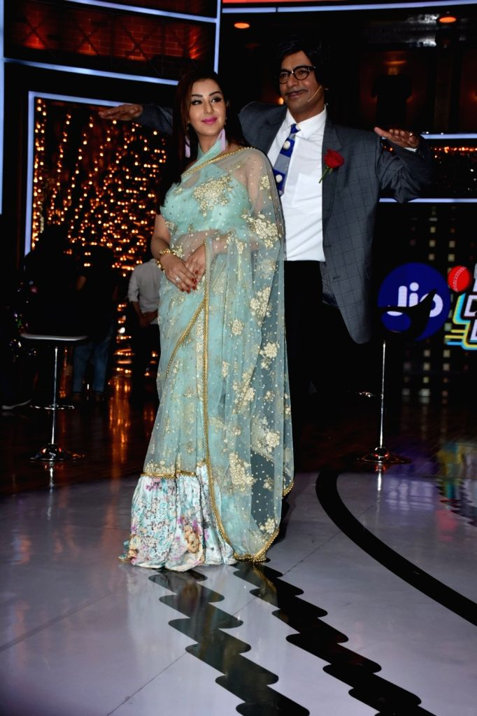 Actors Sunil Grover and Shilpa Shinde at the launch of cricket and comedy show Dhan Dhana Dhan in Mumbai on April 4, 2018. - Sunil Grover and Shilpa Shinde