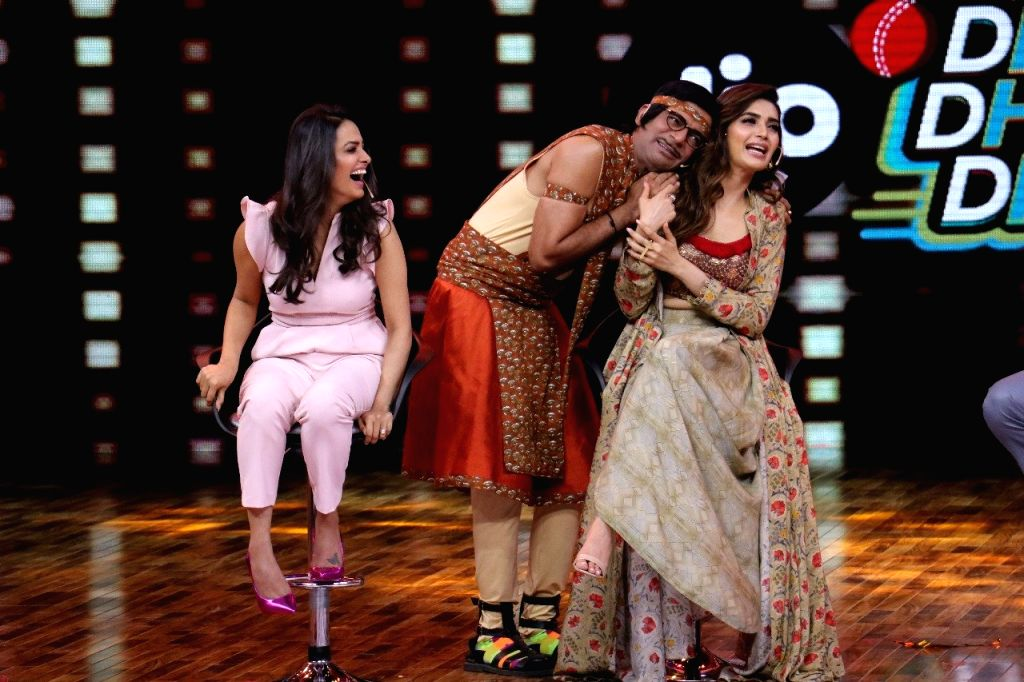 "Actors Sunil Grover, Anita Hassanandani and Karishma Tanna on the sets of web series ""Jio Dhan Dhana Dhan Live"" in Mumbai on May 21, 2018. - Sunil Grover, Anita Hassanandani and Karishma Tanna"