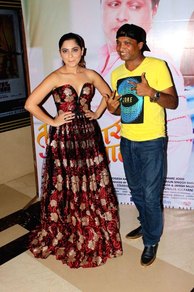 "Actors Sunil Pal and Sonalee Kulkarni during the grand premiere of film ""Tula Kalnnaar Nahi"" in Mumbai on Sept 8, 2017. - Sunil Pal and Sonalee Kulkarni"