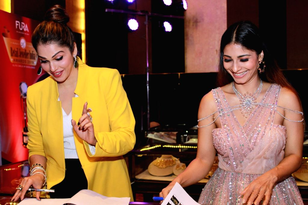 Actors Tanishaa Mukerji and Isha Koppikar at the 15th FURA Retail Jeweller India Awards 2019 in Mumbai, on July 29, 2019. - Tanishaa Mukerji and Isha Koppikar