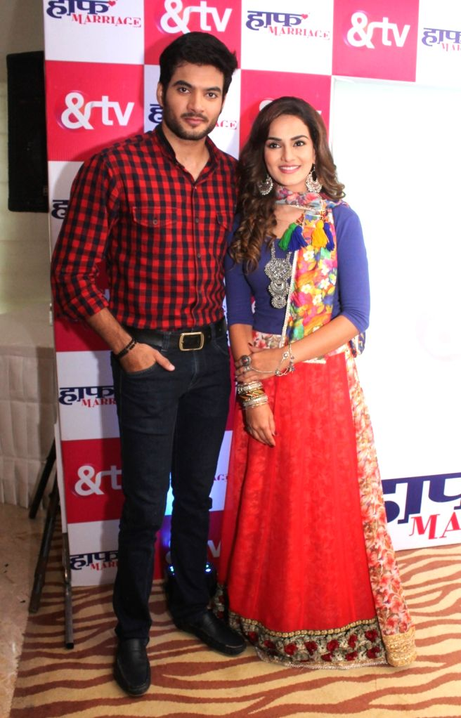 """Actors Tarun Mahilani and Priyanka Purohit during the promotion of their upcoming television serial on &TV- """"Half Marriage"""" in Nagpur on Sept 16, 2017. - Tarun Mahilani and Priyanka Purohit"""