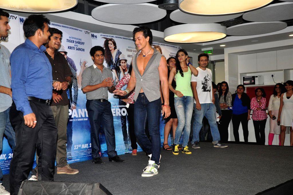 Actors Tiger Shroff and Kriti Sanon celebrate World Dance day during the promotion of upcoming film Heropanti in Mumbai on April 28, 2014. - Tiger Shroff and Kriti Sanon