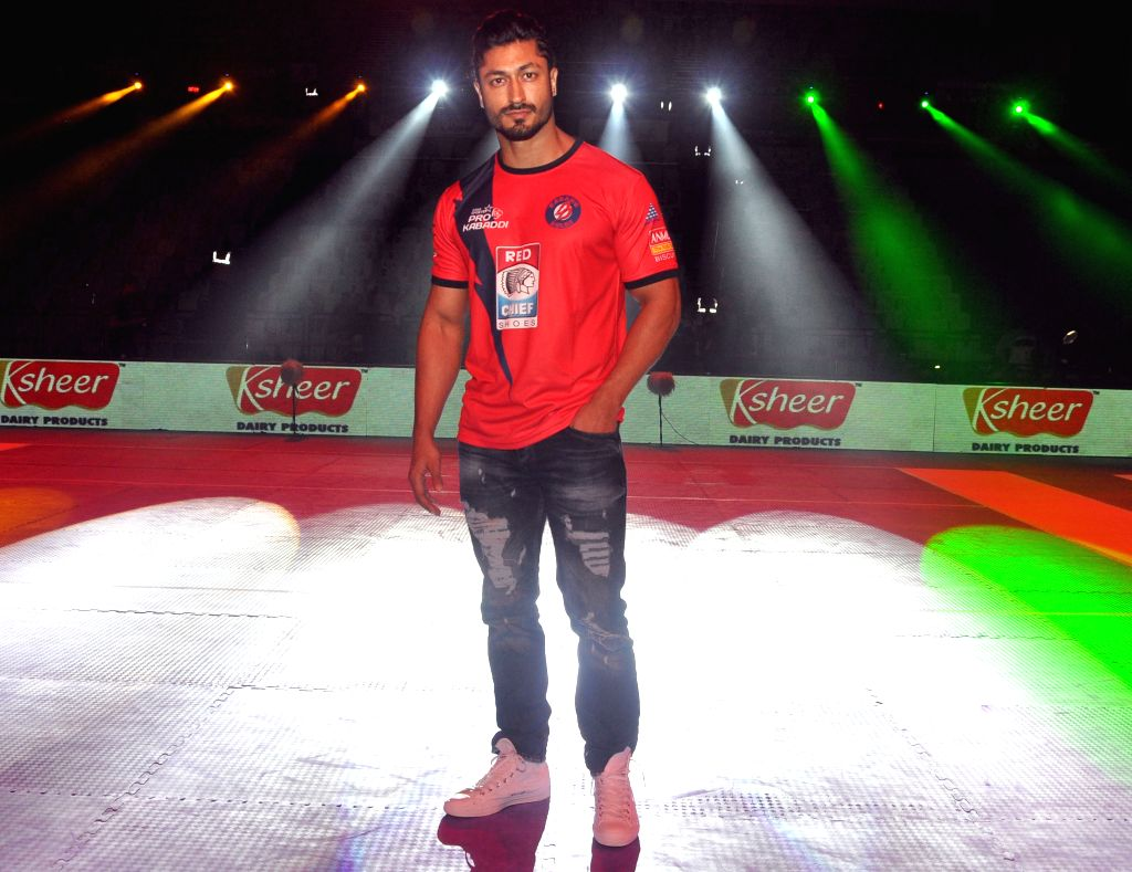 Actors Vidyut Jammwal during a Pro Kabaddi league match between Telugu Titans and Dabang Delhi at Thyagraj Stadium in New Delhi, on Aug 11, 2015. - Vidyut Jammwal