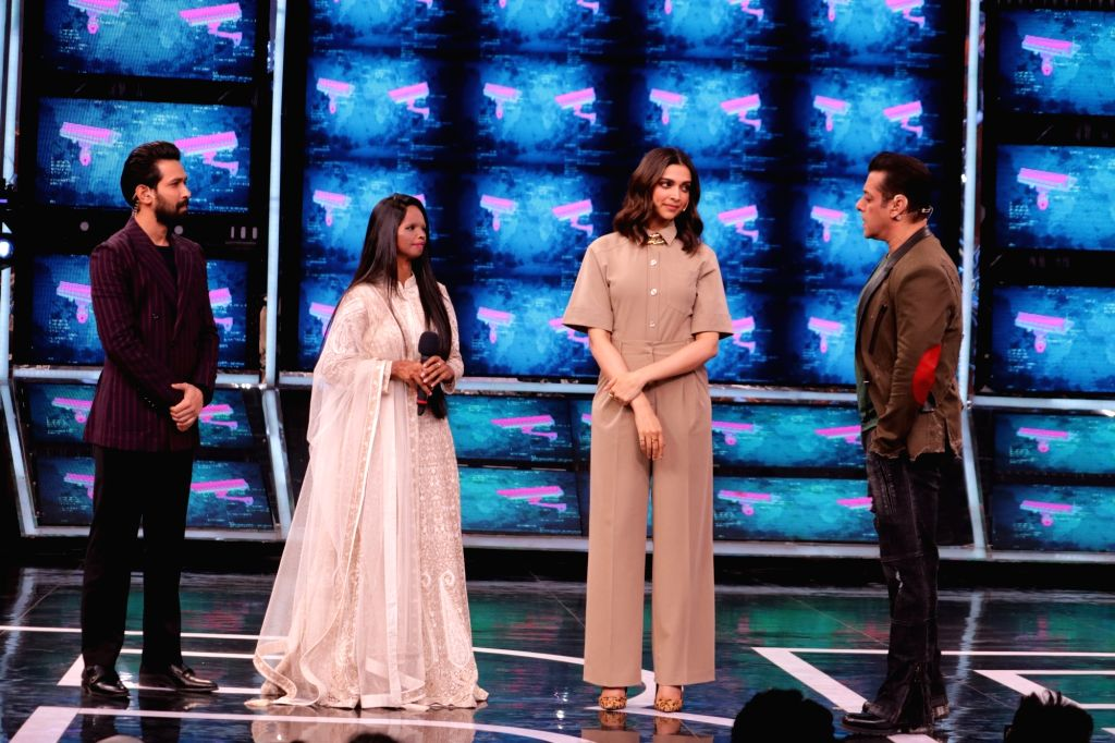"Actors Vikrant Massey, Deepika Padukone, acid attack survivor and ""Chhapaak"" hero Laxmi Agarwal with Bigg Boss 13 host Salman Khan on the sets of the show. - Vikrant Massey, Deepika Padukone and Salman Khan"