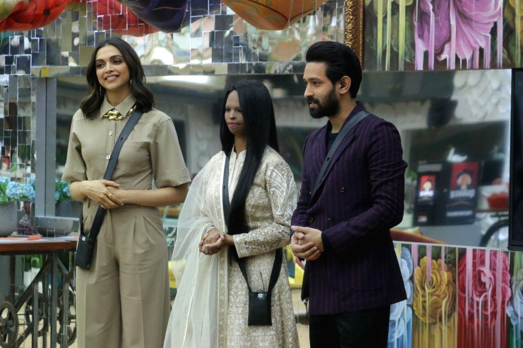 "Actors Vikrant Massey, Deepika Padukone and acid attack survivor and ""Chhapaak"" hero Laxmi Agarwal on the sets of Bigg Boss 13. - Vikrant Massey and Deepika Padukone"