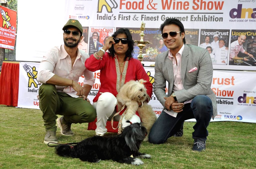 Actors Vivek Oberoi, Ashmit Patel and Farzana Contractor, Editor, UpperCrust during the 11th UpperCrust Food and Wine Show in Mumbai on Dec.6, 2013. - Vivek Oberoi, Ashmit Patel and Farzana Contractor