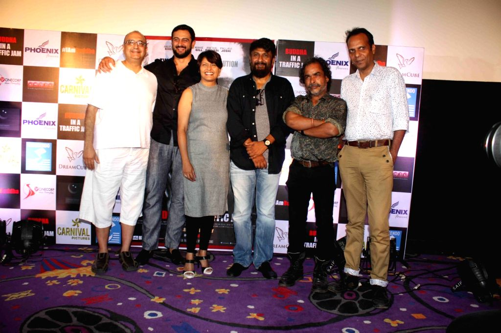 Actors Vivek Vaswani, Arunoday Singh, Pallavi Joshi, filmmaker Vivek Agnihotri, actors Indal Raja and Gopal K Singh during the trailer launch of film Buddha in a Traffic Jam in Mumbai, on ... - Vivek Vaswani, Arunoday Singh, Pallavi Joshi, Indal Raja and Gopal K Singh