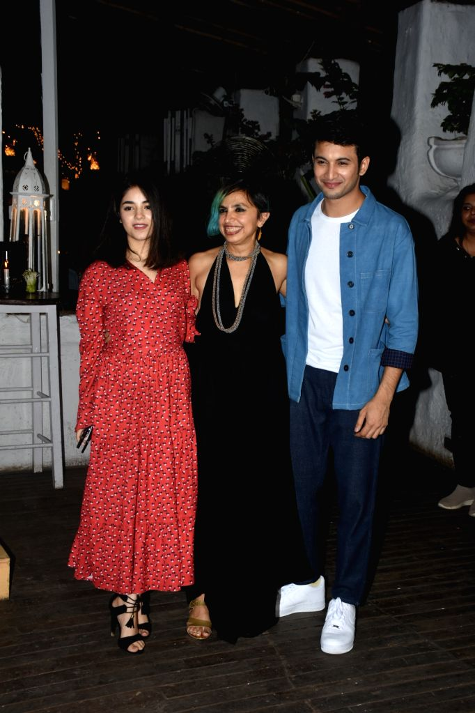 """Actors Zaira Wasim and Rohit Saraf with director Shonali Bose at the wrap-up party of their upcoming film """"The Sky Is Pink"""", in Mumbai on June 11, 2019. - Shonali Bose, Zaira Wasim and Rohit Saraf"""