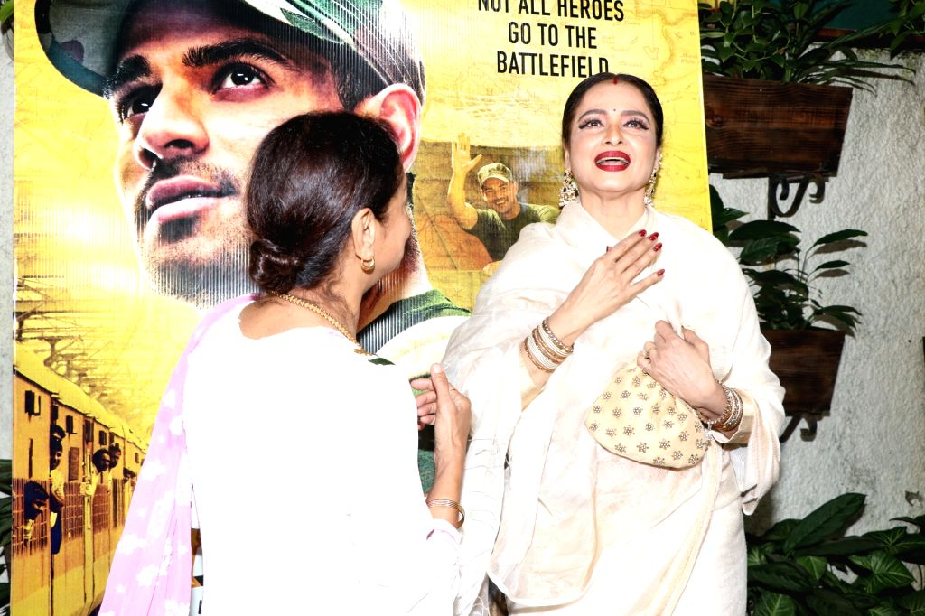 """Actors Zarina Wahab and Rekha at the special screening of her upcoming """"Satellite Shankar"""" in Mumbai on Nov 6, 2019. - Zarina Wahab and Rekha"""