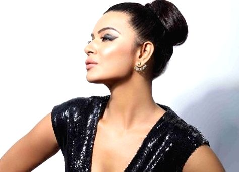 Actress Aashka Goradia has always been a make-up enthusiast and is now also in the beauty business. She feels make-up is a woman's best friend. - Aashka Goradia