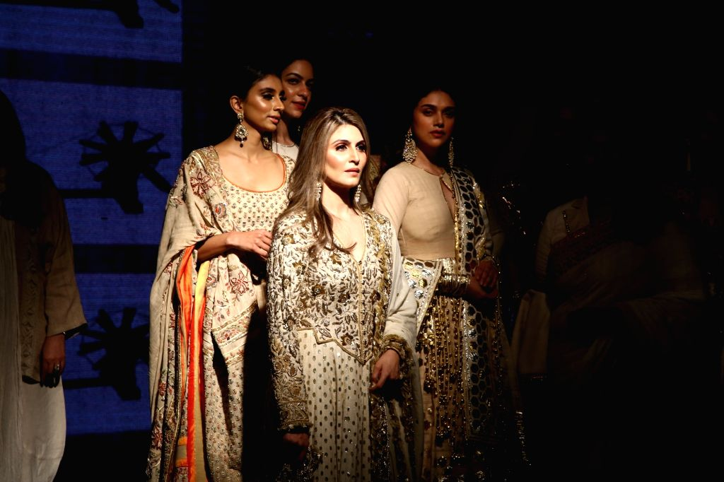 "Actress Aditi Rao Hydari and Riddhima Kapoor Sahani, daughter of actor Rishi Kapoor at the ""Khadi Goes Global"" programme, in New Delhi, on Feb 21, 2019. - Aditi Rao Hydari, Riddhima Kapoor Sahani and Rishi Kapoor"