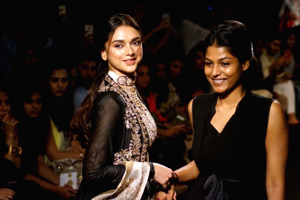 Actress Aditi Rao Hydari display the creation of fashion designer Jayanti Reddy during the Lakme Fashion Week Winter/Festive 2017 in Mumbai on Aug 20, 2017. - Aditi Rao Hydari and Jayanti Reddy