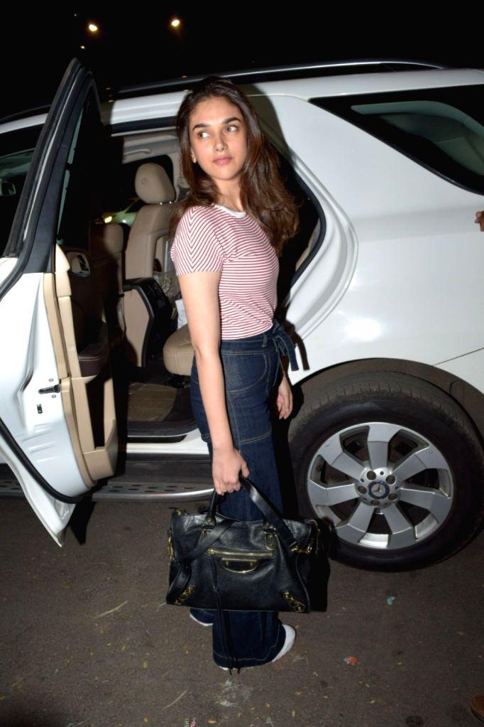 Actress Aditi Rao Hydari seen at Juhu, in Mumbai on Dec 11, 2019. - Aditi Rao Hydari