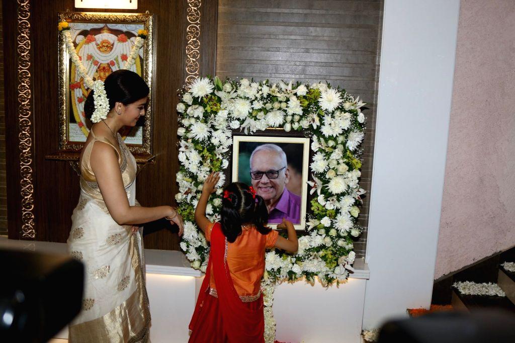 Actress Aishwarya Rai along with her daughter Aaradhya Bachchan during the Prayer meet of Aishwarya Rai Bachchan's father Krishnaraj Rai in Mumbai on March 30, 2017. - Aishwarya Rai Bachchan, Aaradhya Bachchan and Krishnaraj Rai
