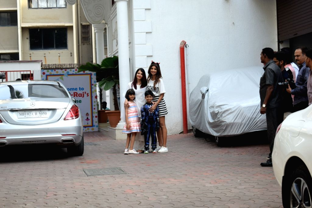 Actress Aishwarya Rai and her daughter Aaradhya Bachchan being received by actress Actress Shilpa Shetty at the birthday celebrations of her son Viaan in Mumbai, on May 25, 2018. - Aishwarya Rai, Shilpa Shetty and Aaradhya Bachchan