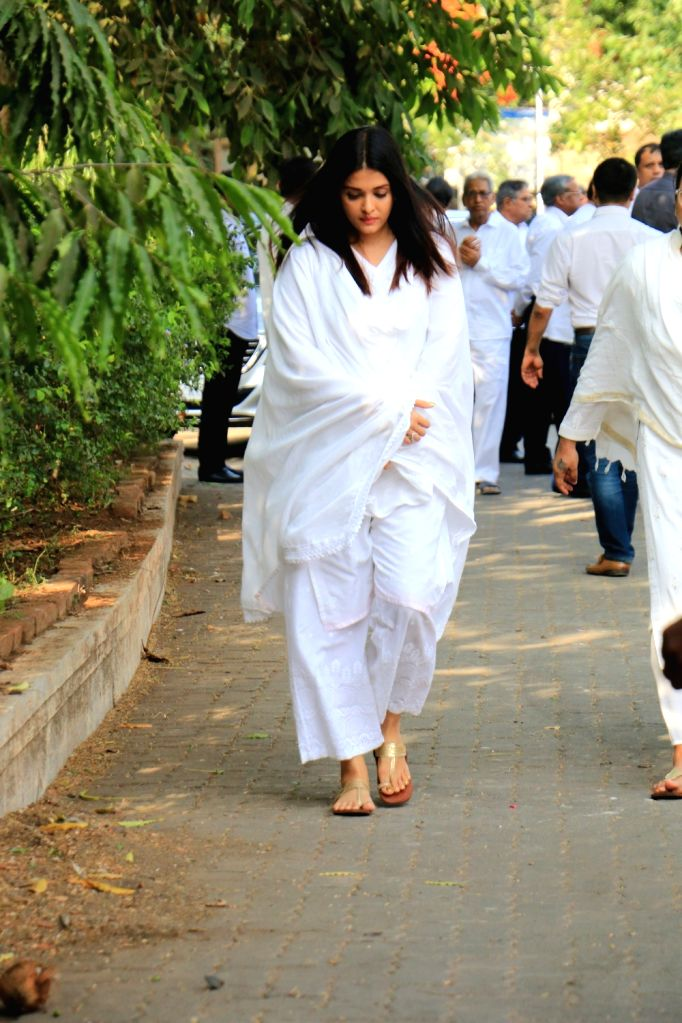 Actress Aishwarya Rai Bachchan arrives at the funeral of Sheetal Jain, her father-in-law and actor Amitabh Bachchan's longtime secretary and film producer who passed away at 77, in Mumbai on ... - Aishwarya Rai Bachchan, Sheetal Jain and Amitabh Bachchan