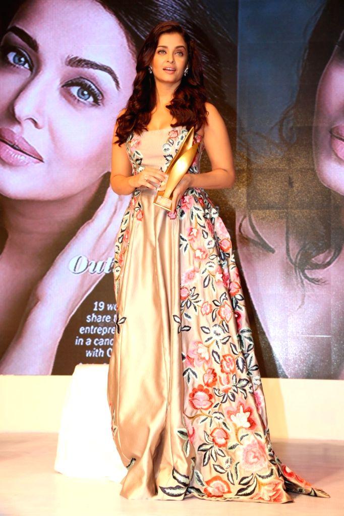 Actress Aishwarya Rai Bachchan during the 7th Outlook Business Outstanding Women Awards in Mumbai on Oct. 7, 2016. - Aishwarya Rai Bachchan