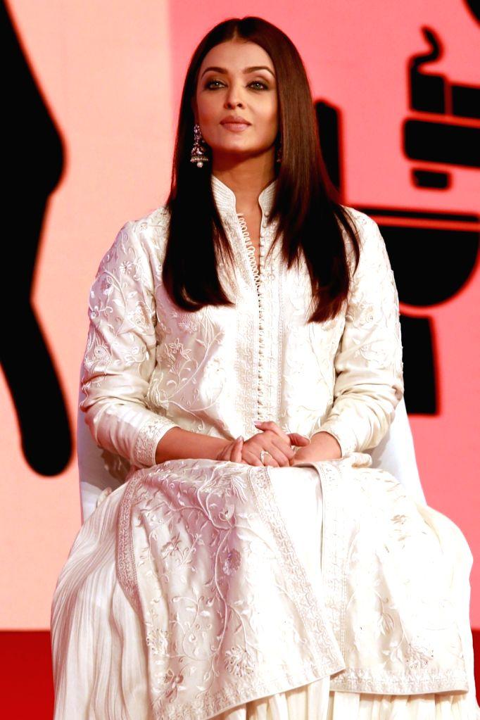 "Actress Aishwarya Rai during  ""India Today Safaigiri Awards"" ceremony in New Delhi on Oct 2, 2016. - Aishwarya Rai"