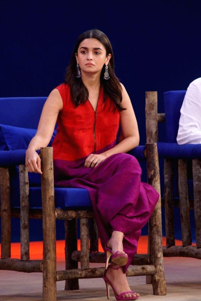 """Actress Alia Bhatt at """"Rashtriya Swachhta Diwas"""" in Mumbai on Oct 2, 2017. - Alia Bhatt"""