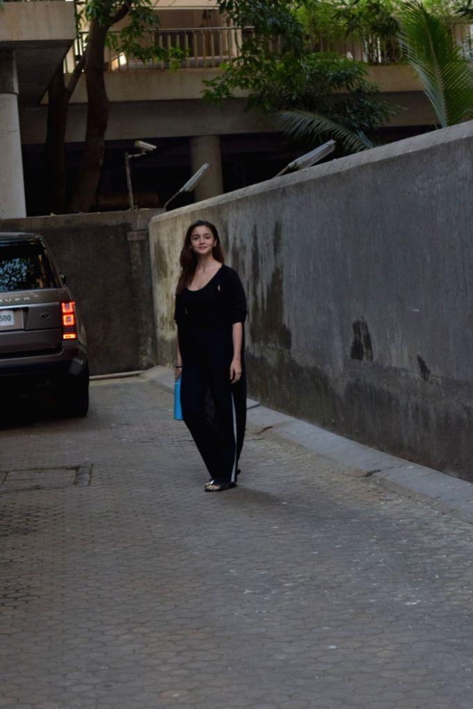 Actress Alia Bhatt seen at Juhu in Mumbai on Dec 2, 2019. - Alia Bhatt