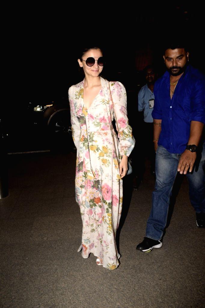 Actress Alia Bhatt seen at Mumbai's airport, on Dec 8, 2018. - Alia Bhatt
