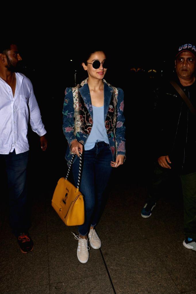 Actress Alia Bhatt spotted at Chhatrapati Shivaji Maharaj International airport in Mumbai on Aug 12, 2017. - Alia Bhatt