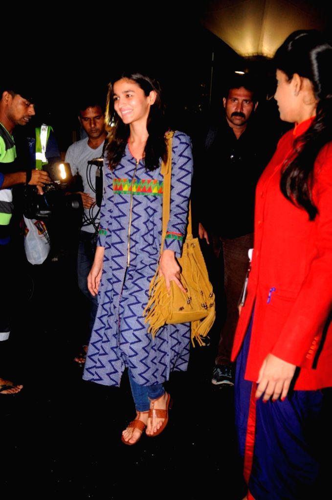 Actress Alia Bhatt spotted at the Chhatrapati Shivaji International airport in Mumbai on Sept. 16, 2016. - Alia Bhatt