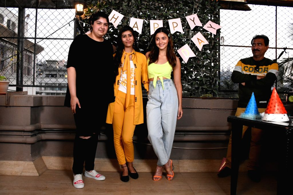 Actress Alia Bhatt with filmmaker Boney Kapoor's daughter Anshula Kapoor at her Celebrity Fundraising and Charity Foundation ??? Fankind's fundraiser initiative 'Bake a Cake', in Mumbai on ... - Alia Bhatt and Anshula Kapoor
