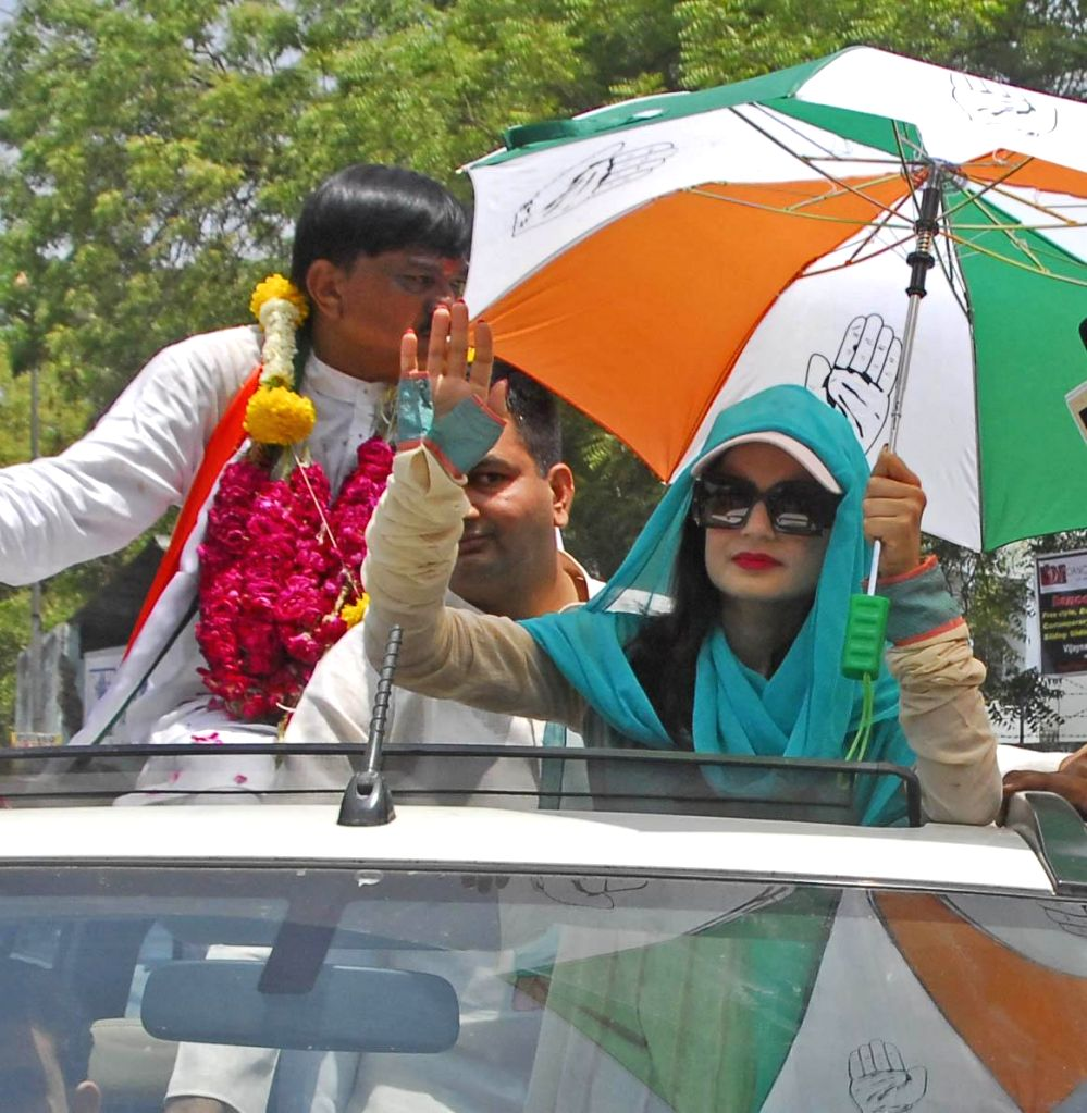 Actress Amisha Patel campaigning for Congress candidate from Gandhinagar Lok Sabha seat Kirit Patel in Ahmedabad on April 19, 2014.