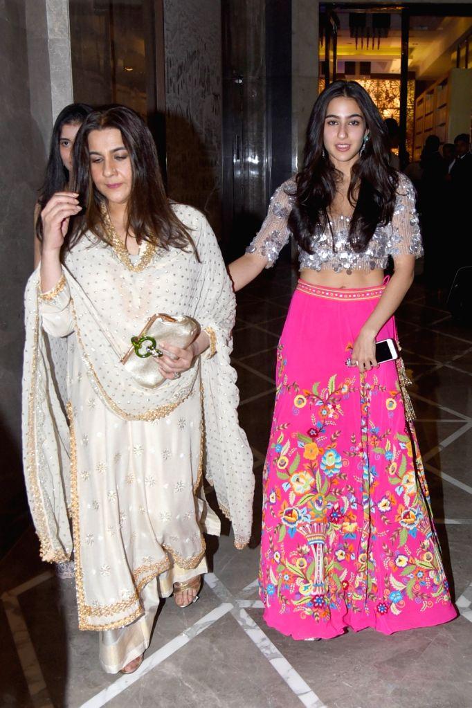 Actress Amrita Singh and Sara Ali Khan. (Photo: Amlan Paliwal/IANS) - Amrita Singh and Sara Ali Khan