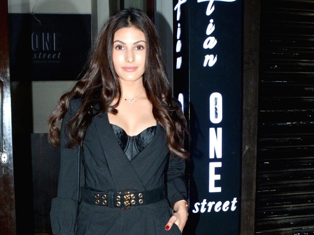 Actress Amyra Dastur seen at Mumbai' Bandra on March 8, 2019. - Amyra Dastur