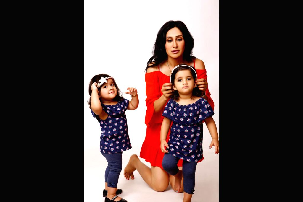 Actress-anchor Teejay Sidhu with daughters.