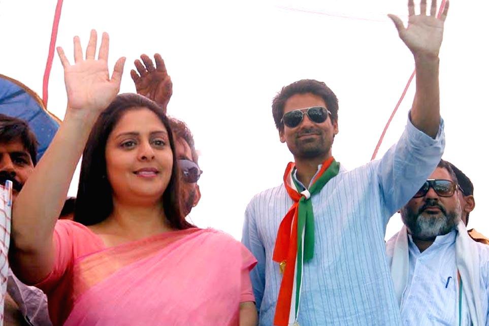Actress and Congress candidate from Meerut, Nagma campaiging in support of Phulpur constituency candidate Mohammad Kaif at Holagarh in UP on April 17, 2014.