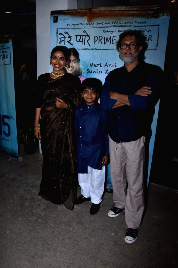 """Actress Anjali Patil with child actor Om Kanojiya and director Rakeysh Omprakash Mehra at the screening of their upcoming film """"Mere Pyare Prime Minister"""" in Mumbai, on March 14, ... - Anjali Patil"""