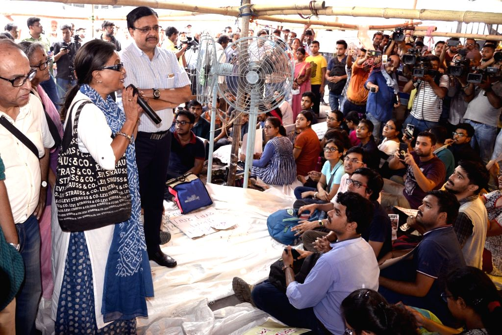Actress Aparna Sen addresses the junior doctors who are on a strike to protest the alleged assault on their junior colleagues at NRS Medical College in Kolkata on June 14, 2019. - Aparna Sen