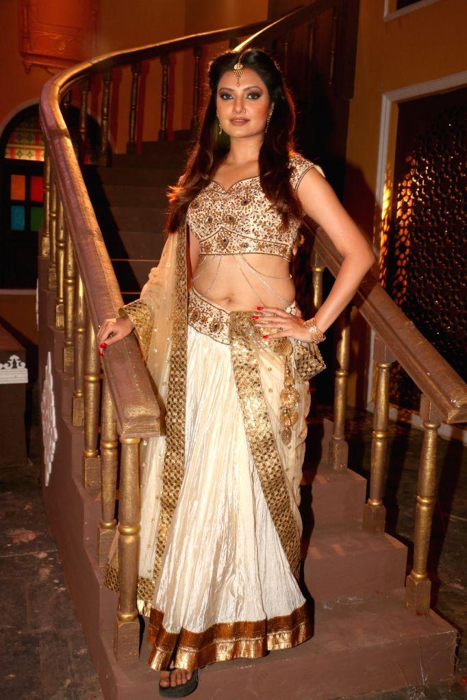 "Actress Ashima Sharma during the on location shoot of film ""Dhappa"", in Mumbai on July 3, 2017. - Ashima Sharma"