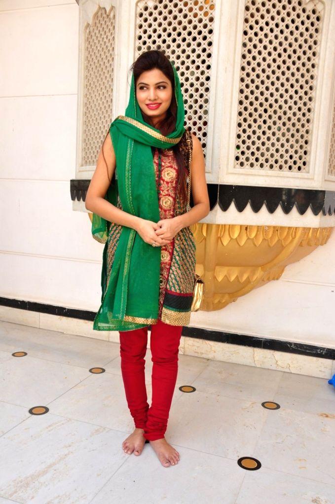 Actress Avani Modi during the re-release of film Nanak Nam Jahaz Hai in colour format in Mumbai on Nov 18, 2015. - Avani Modi