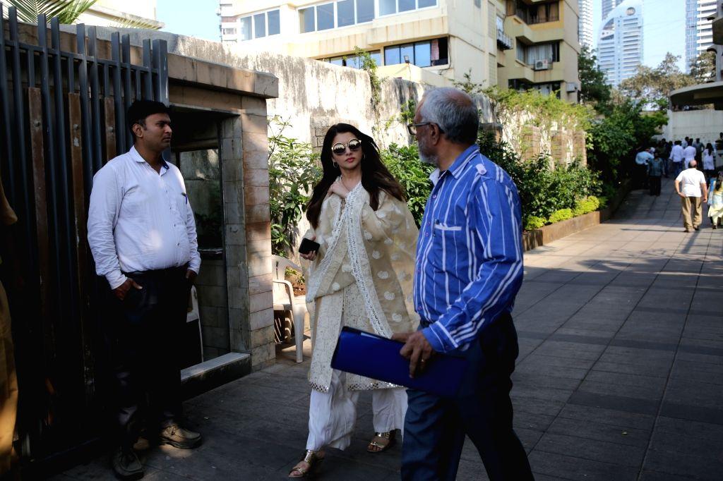 Actress Bhagyashree arrives at the residence of Raj Kumar Barjatya who died on in Mumbai on Feb 21, 2019. - Bhagyashree and Kumar Barjatya