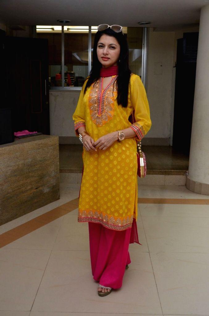 Actress Bhagyashree Patwardhan during the inauguration of Juhu Organic Farmer`s Market in Mumbai, on Aug 14, 2016. - Bhagyashree Patwardhan